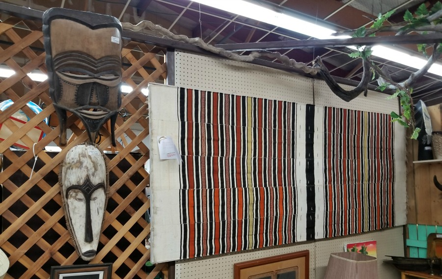 my shopping day at the flea markets, a day at the fleas, cool stuff I found at the fleas, home, decor, interior design, wall art, wicker giraffe planter, cool cookie jar, african tribal masks